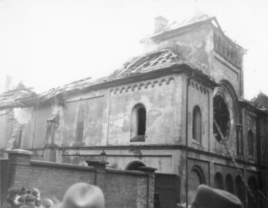 Masowy pogrom Żydów w noc kryształową. Ulice pokryły się szkłem z...