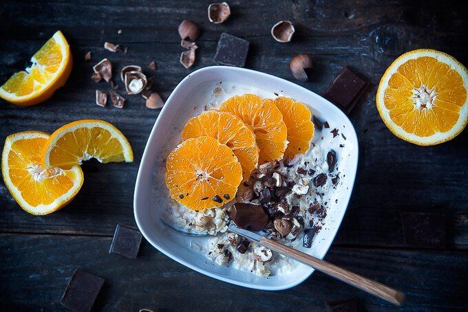 Owsianka z orzechami, pomarańczą i czekoladą
