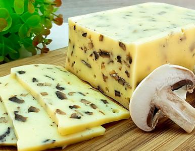 Jak zrobić domowej roboty... ser z grzybami? Szybki przepis na hit jesieni
