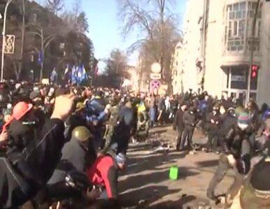 """MSW Ukrainy: Milicjanci zostali zaatakowani przez """"pokojowych..."""