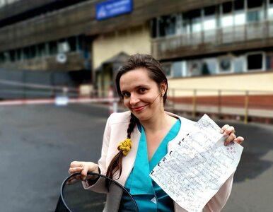 Klaudia Jachira przed siedzibą PiS. Posłanka KO pokazuje, co znalazła w...