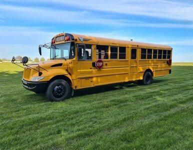 Przerobili szkolny autobus na mieszkanie. Wnętrza robią wrażenie