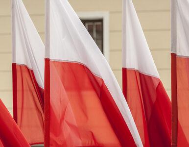 """""""Wiesza się pranie. Flagę eksponuje"""". Jak postępować z flagą?"""