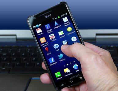 """Używanie smartfonów postarza. """"Technologiczna zmarszczka"""""""