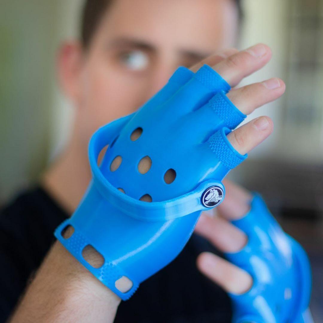 A gdyby tak Crocsy nosić na rękach?