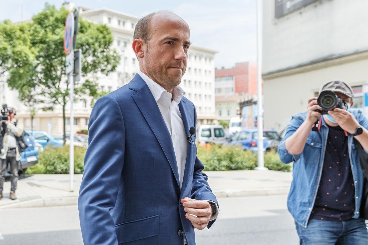 """""""Niedyskrecje parlamentarne"""": <br>Jak Borys Budka przekąskami..."""