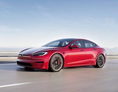 Zobacz jak Tesla Model S Plaid miażdży na 1/4 mili Taycana Turbo S i...