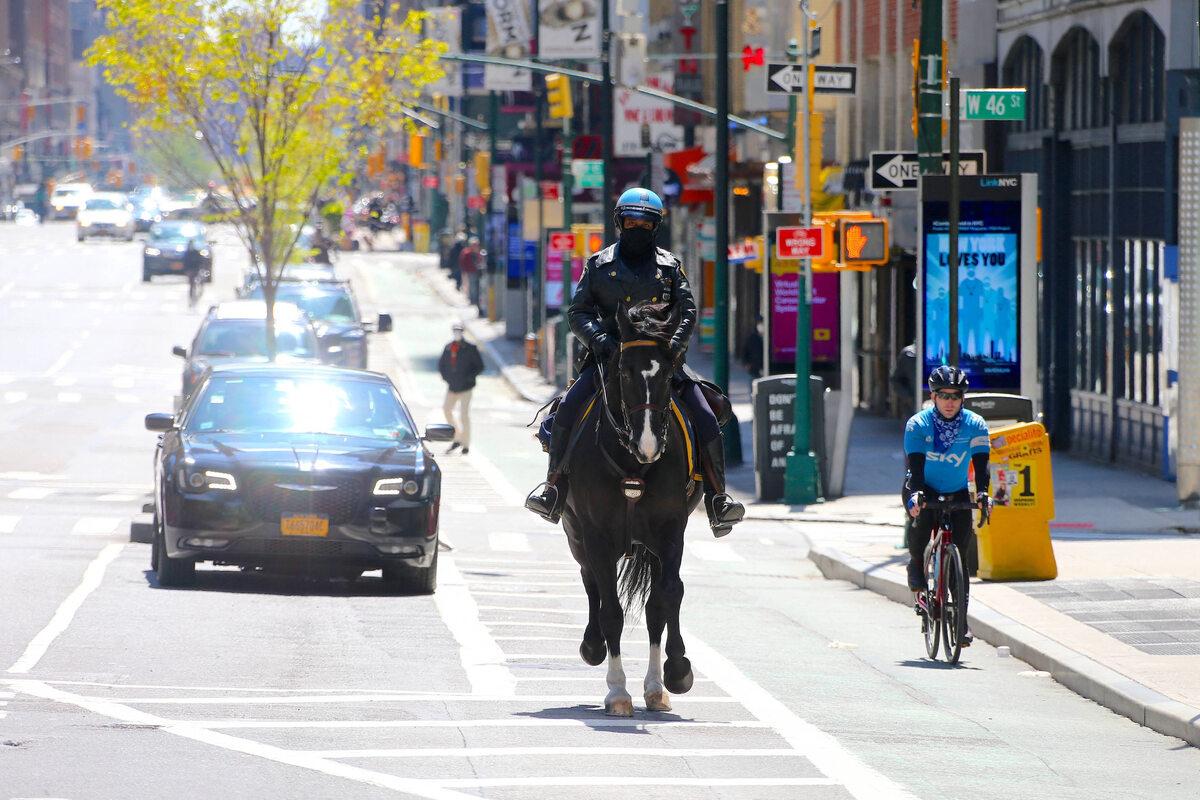 Nowy Jork. Konna policja patroluje miasto (22 kwietnia)