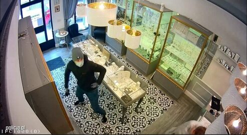 Policja poszukuje sprawcy napadu na sklep jubilerski w Wieliczce