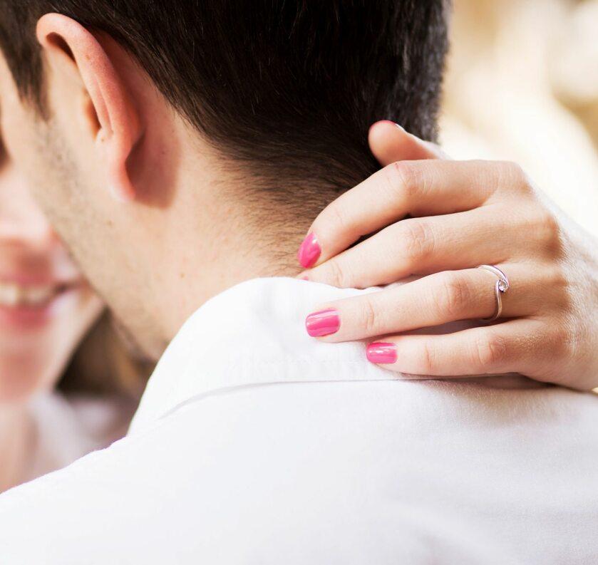 Para, pocałunek, zdjęcie ilustracyjne
