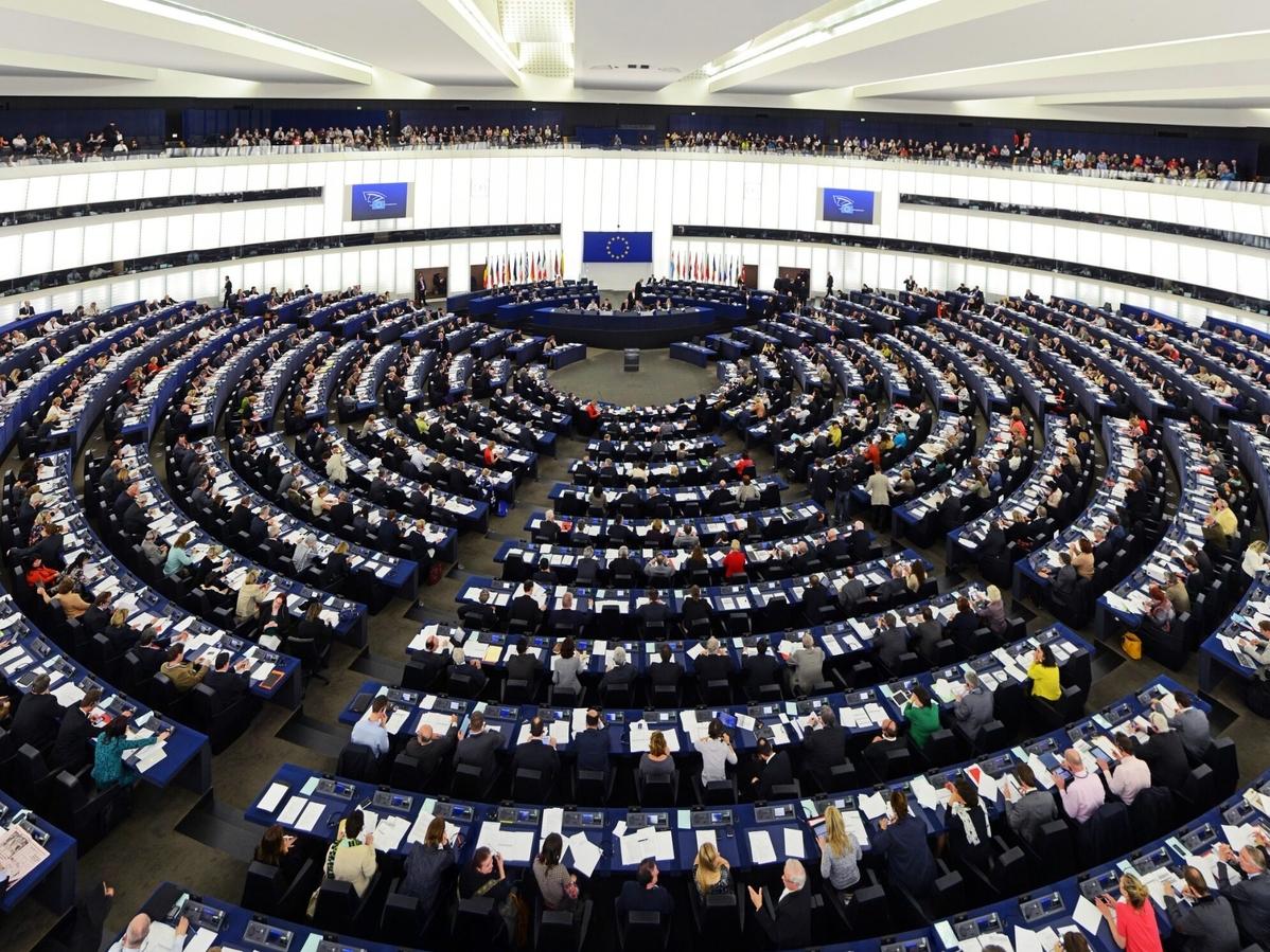 NA ŻYWO: Debata w PE o praworządności w Polsce. Zamieszanie podczas...