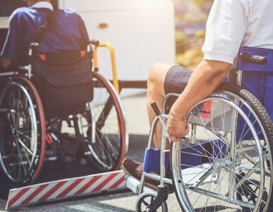 Niepełnosprawny, porzucony chłopak wyjawia prawdę o swoim życiu. Kto mu...