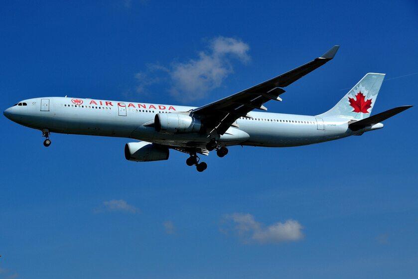 Samolot Air Canada, zdjęcie ilustracyjne