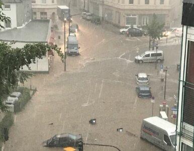 Nawałnice, burze i lawiny błotne w Niemczech. Woda porywa samochody i...