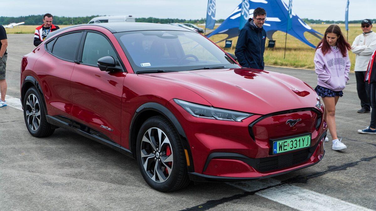 Mustang Mache-E na Mustang Race 2021