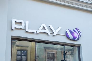 Ogromne przejęcie na rynku telekomunikacji. Właściciel sieci Play kupił...