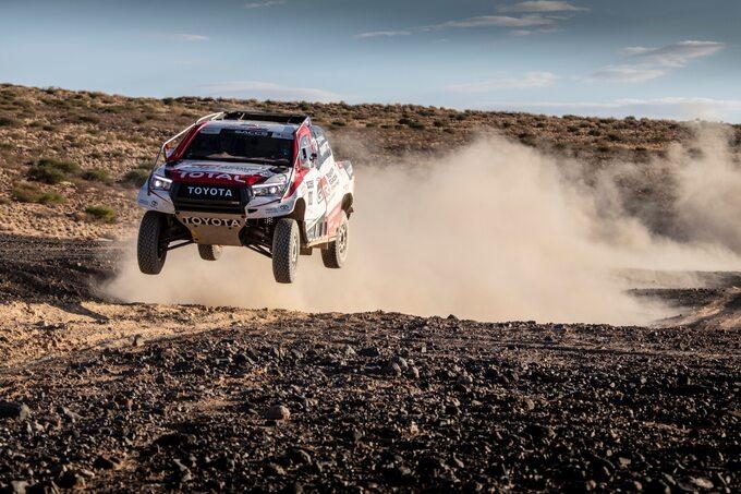 Ferando Alonso testuje Hiluxa przed Rajdem Dakar