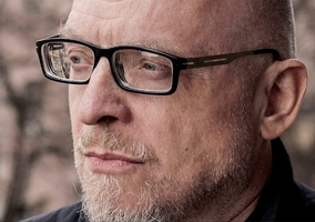 Prof. Dobroczyński: Świat się wali. Przypominamy stado wieprzy