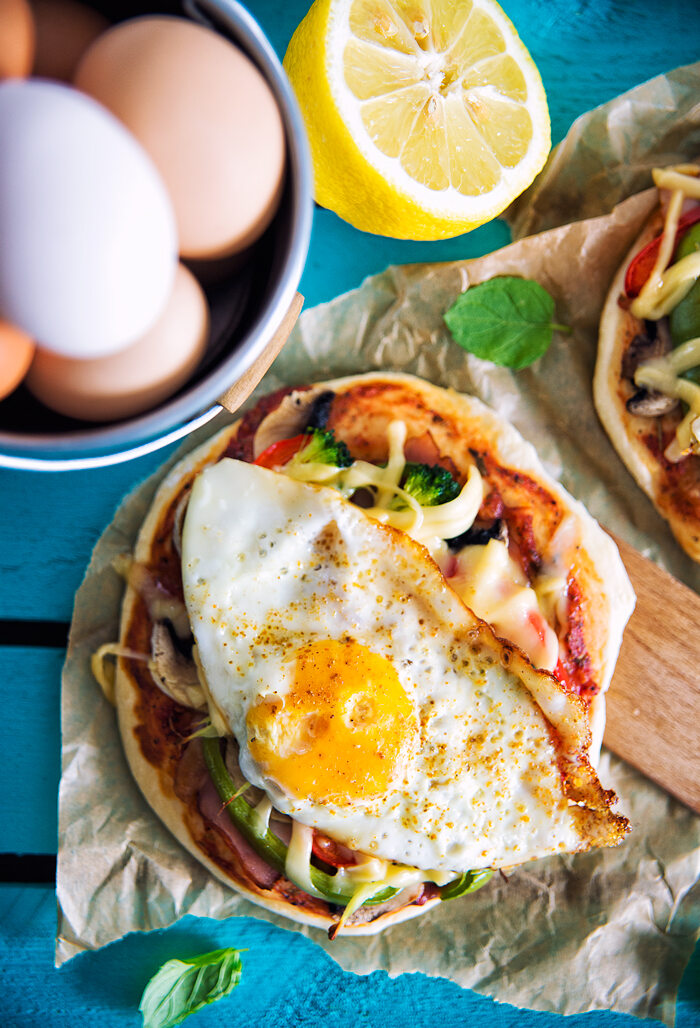 Mini pizza z jajkiem sadzonym
