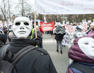 """""""Ostatki u Premiera"""". Protest pracowników sądów i prokuratur. O co..."""