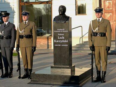 Warta przy pomniku Kaczyńskiego? Szef MON: Macie obowiązek strzeżenia...