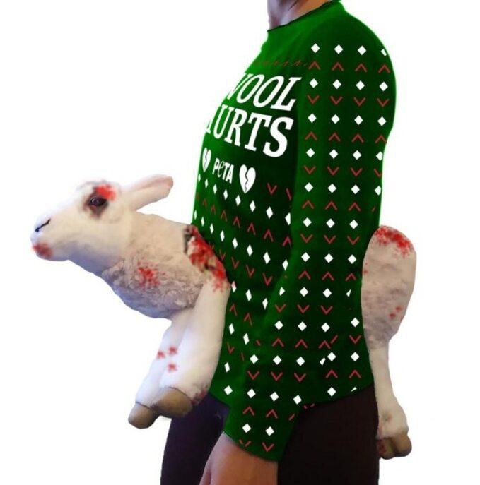 Sweter sprzedawany przez organizację PETA