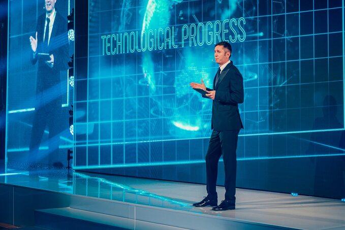 Mikołaj Placek Prezes Grupy OKNOPLAST podczas przemówienia na25leciu OKNOPLAST