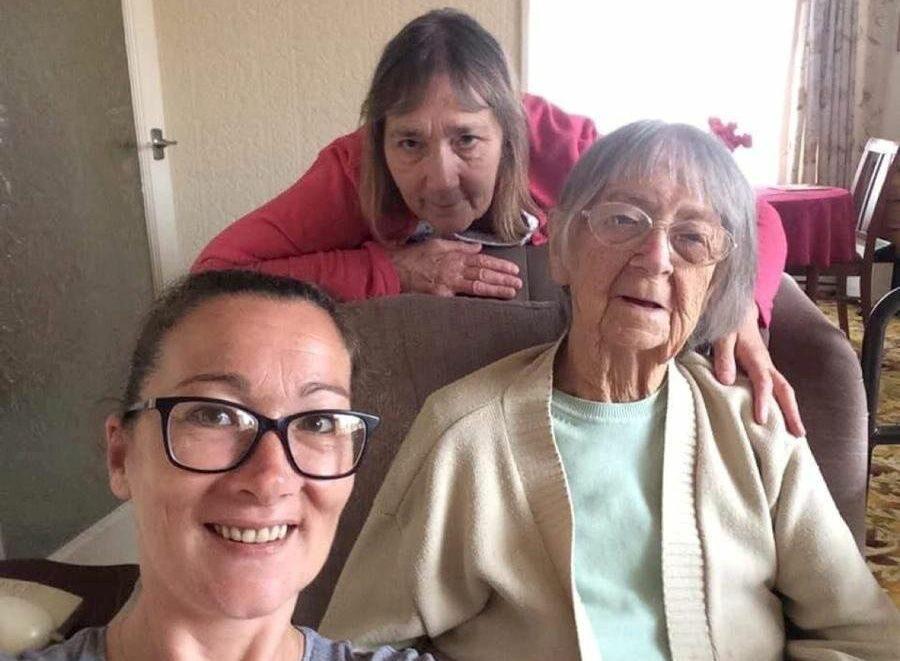 97-letnia prababcia dziewczynki ze strony ojca