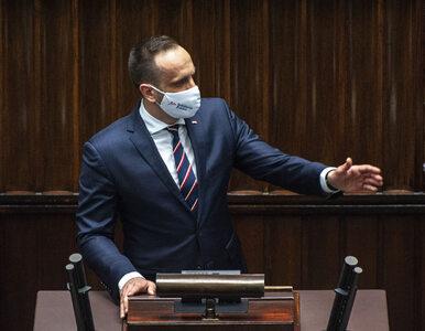 Rezolucja o Polsce przyjęta. W sieci zawrzało. Janusz Kowalski grzmi:...
