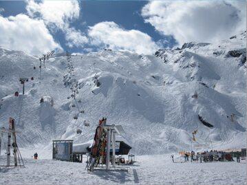 Sezon narciarski w pełni. Narciarze ruszyli w Alpy