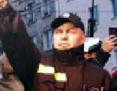 Policja szuka osób, które spaliły flagę UE i odpalały race. Opublikowano...