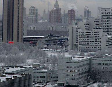 Śnieg pogrzebie Moskwę. Zaspy wysokości 50 centymetrów