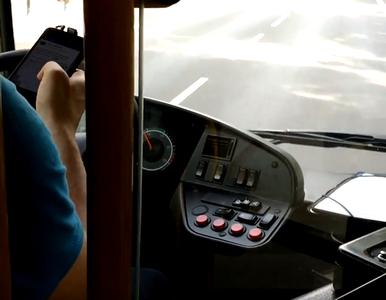 Kierowca autobusu bawił się telefonem. Pasażer wrzucił nagranie do sieci