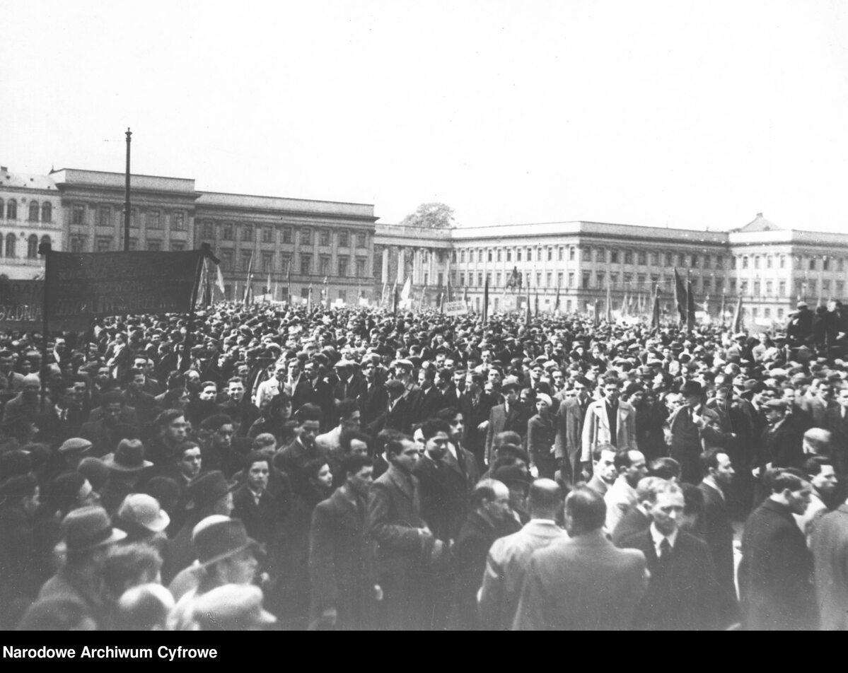 Wiec pierwszomajowy na placu Saskim w Warszawie (1 V 1938 r.)