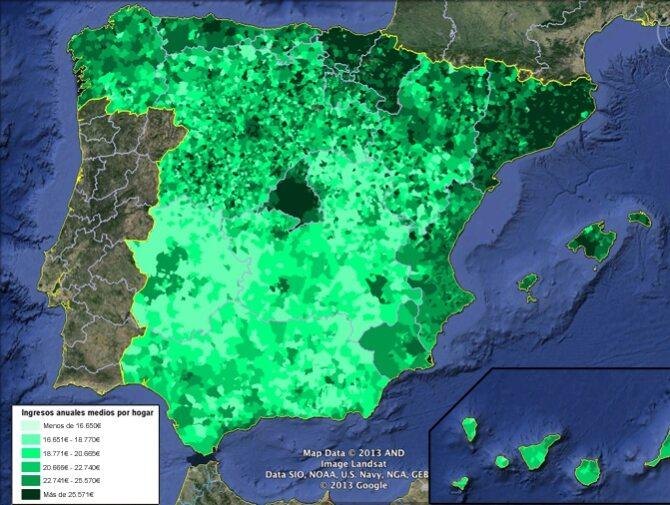Dochody na gospodarstwo domowe w Hiszpanii. Mapa pozwala zrozumieć żądania niepodległościowe Kraju Basków i Katalonii – doskonale odznaczają się wysokimi dochodami w porównaniu do reszty kraju. Ciemna wyspa to Madryt
