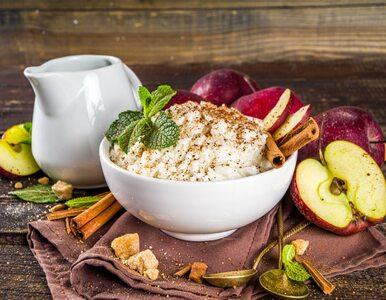 Smaki dzieciństwa: przepis na ryż z jabłkami i cynamonem