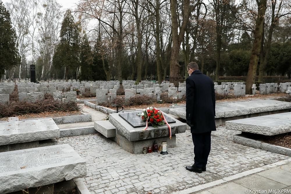 Mateusz Morawiecki na Powązkach