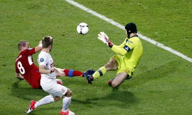 Polakom zabrakło w tym meczu umiejętności - i szczęścia. W ostatnich minutach nie udało się wyrównać (fot. EPA/ARMANDO BABANI/PAP)