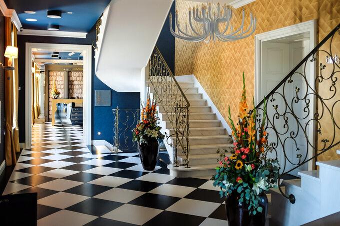 Hotel Quadrille
