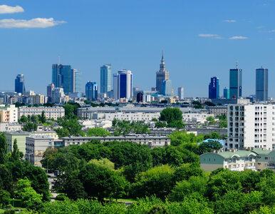Pustki w stolicy robią wrażenie. Nagrania z drona pokazują Warszawę,...