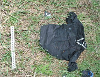 Policja pokazuje przedmioty należące do zmarłego. Jego tożsamość jest...