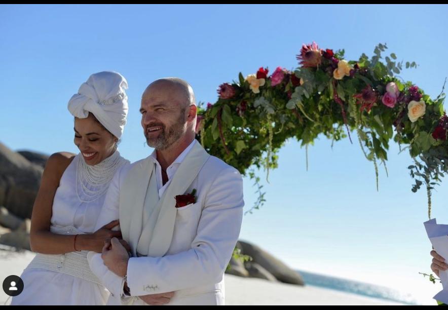 Omenaa Mensah i Rafał Brzoska Omenaa Mensah i Rafał Brzoska na ceremonii zaślubin