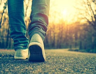 Mówi się, że 10 000 kroków dziennie pomaga schudnąć. Badania pokazują...