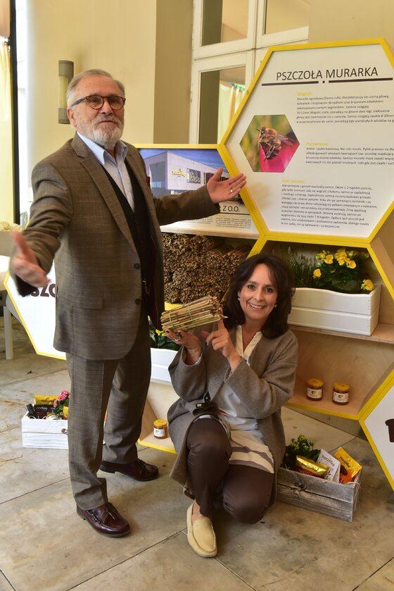 """Akcja """"Bee smart"""" - ratujmy pszczoły Akcja """"Bee smart""""- ratujmy pszczoły. W.Zientarski, A.Korcz."""