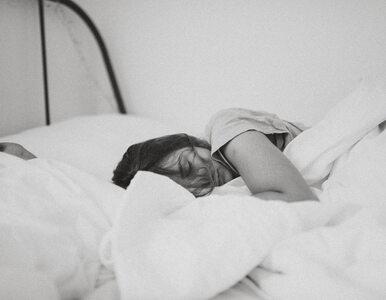 Ty też lubisz zasypiać przy dźwięku? Zobacz, co na ten temat mówi nauka
