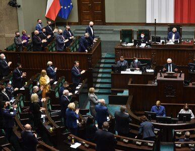 Najnowszy sondaż. PiS wciąż na czele, sześć formacji w Sejmie