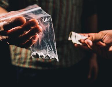 Pierwsze eksperymenty z narkotykami zazwyczaj mają miejsce na wakacjach