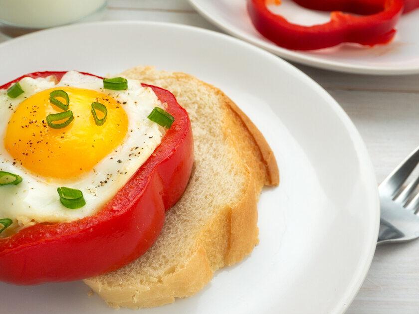 Ekspresowe  śniadanie - smażone jajka z papryką