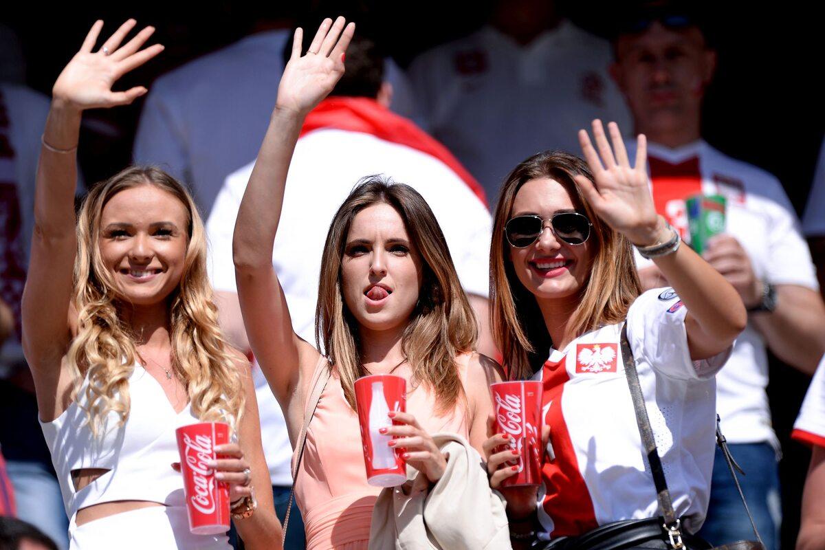 Żony piłkarzy na meczu Polska-Irlandia Żony piłkarzy na meczu Polska-Irlandia