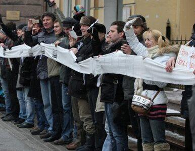 Moskwa: przeciwnicy Putina otoczyli Kreml. Milczący protest przeciwko...